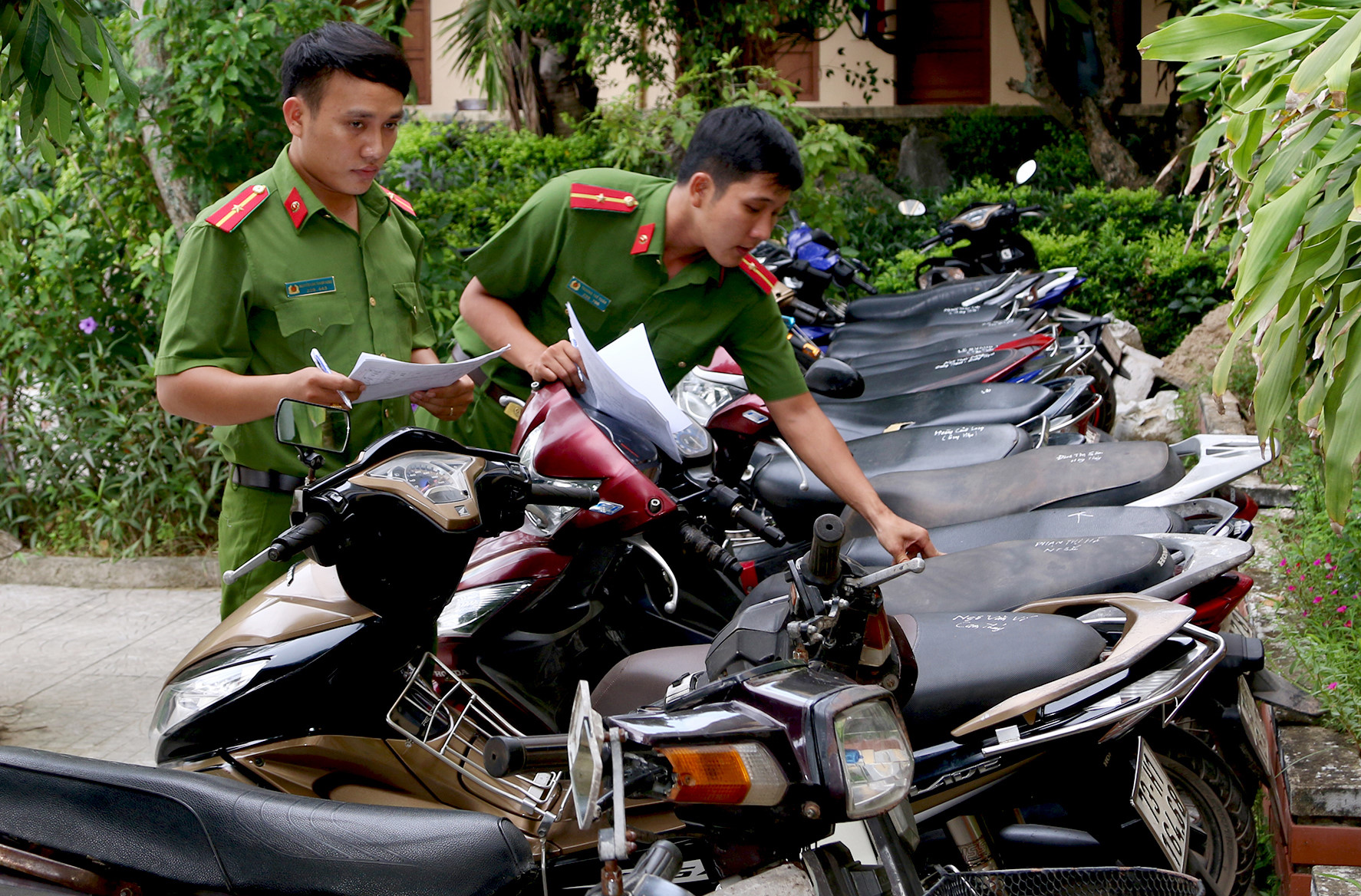 5 thanh niên liên quan vụ trộm 18 xe máy sa lưới Ảnh 2