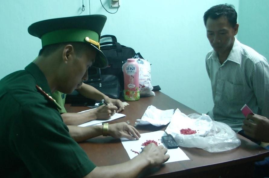 Bắt đối tượng vận chuyển 431 viên ma túy từ Lào về Việt Nam Ảnh 1