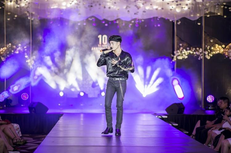 Từ đường phố đến sân khấu biểu diễn, Ali Hoàng Dương đều khiến con tim thiếu nữ run rẩy Ảnh 12