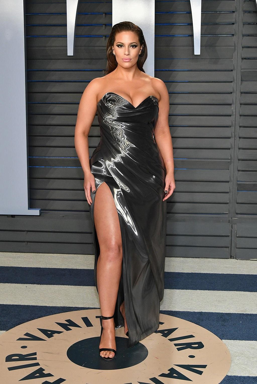 'Siêu mẫu béo' Ashley Graham đẫy đà với đầm nhiều màu rực rỡ Ảnh 8