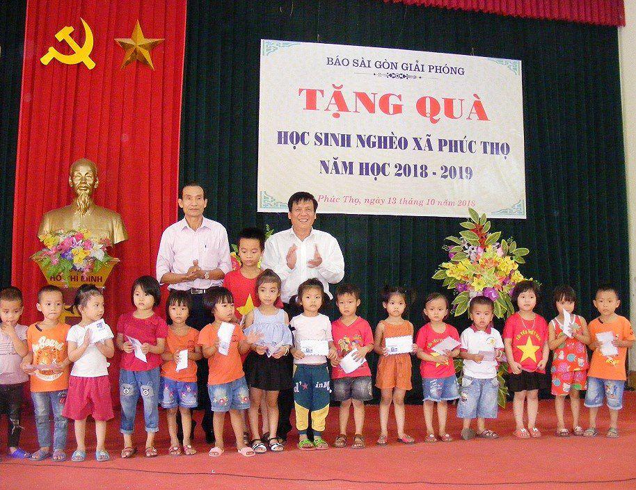 Báo Sài Gòn Giải Phóng trao quà cho học sinh nghèo học giỏi tại Nghệ An Ảnh 2