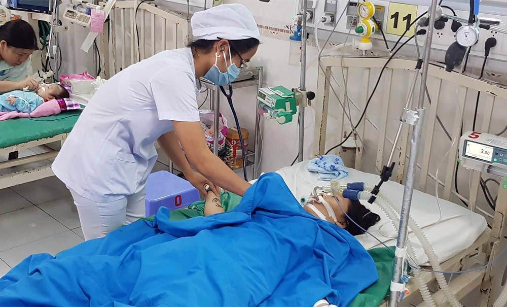 Đi dạo bến Ninh Kiều lúc triều cường, bé gái bị điện giật nguy kịch Ảnh 3
