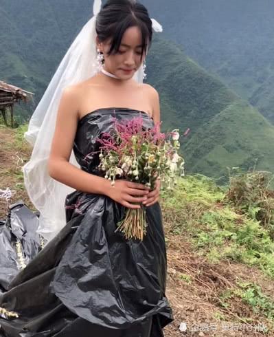 Không có tiền thuê váy cưới, cô dâu mặc túi rác đen trong ngày trọng đại Ảnh 2