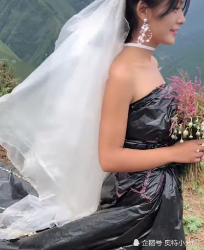 Không có tiền thuê váy cưới, cô dâu mặc túi rác đen trong ngày trọng đại Ảnh 1