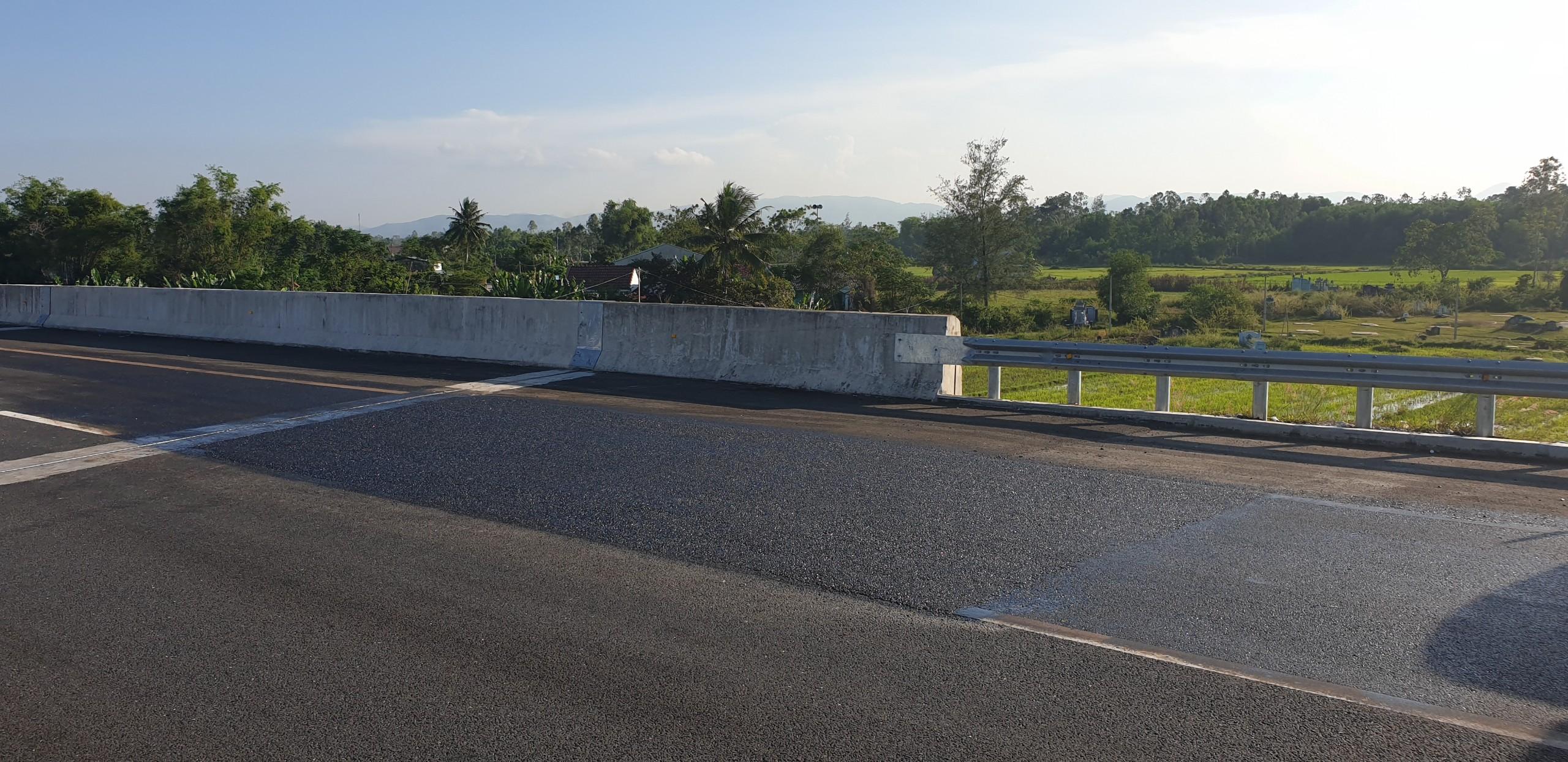 Cận cảnh tuyến đường cao tốc 34.000 tỷ đồng vừa được sửa xong Ảnh 2