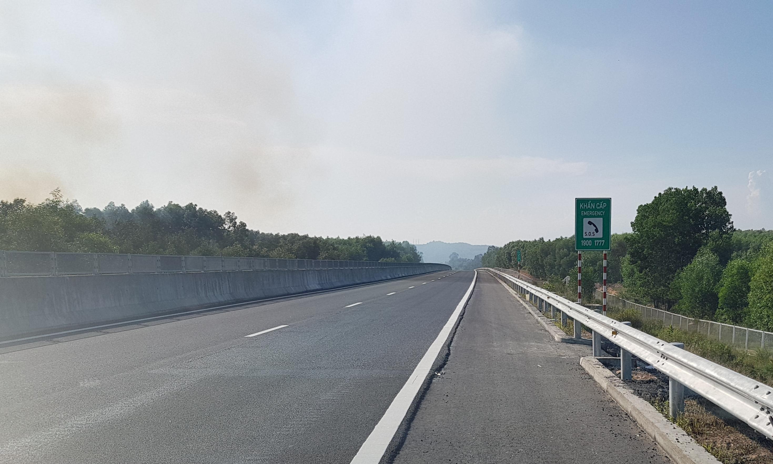 Cận cảnh tuyến đường cao tốc 34.000 tỷ đồng vừa được sửa xong Ảnh 1