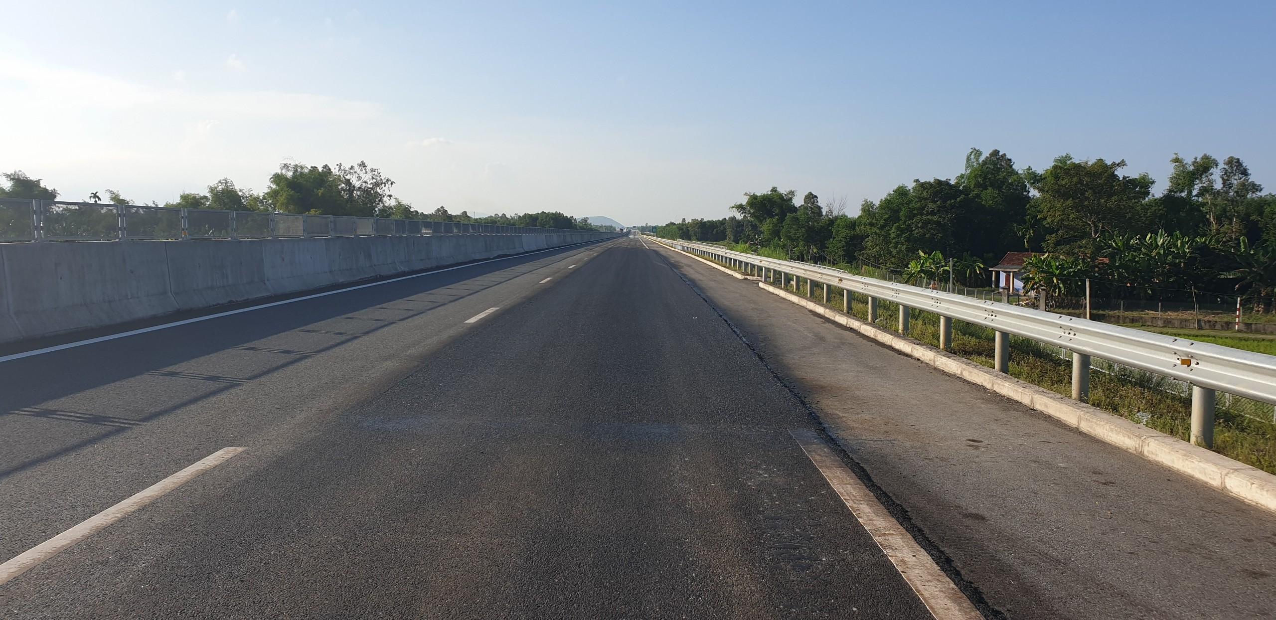 Cận cảnh tuyến đường cao tốc 34.000 tỷ đồng vừa được sửa xong Ảnh 3