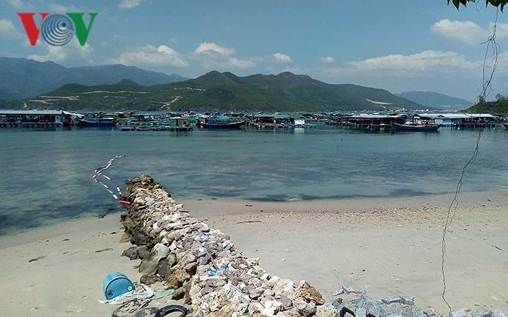 Dân ở Khánh Hòa bức xúc vì doanh nghiệp chắn đường, chiếm mặt biển Ảnh 3
