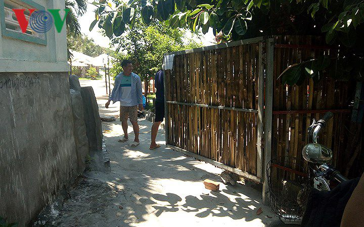 Dân ở Khánh Hòa bức xúc vì doanh nghiệp chắn đường, chiếm mặt biển Ảnh 1
