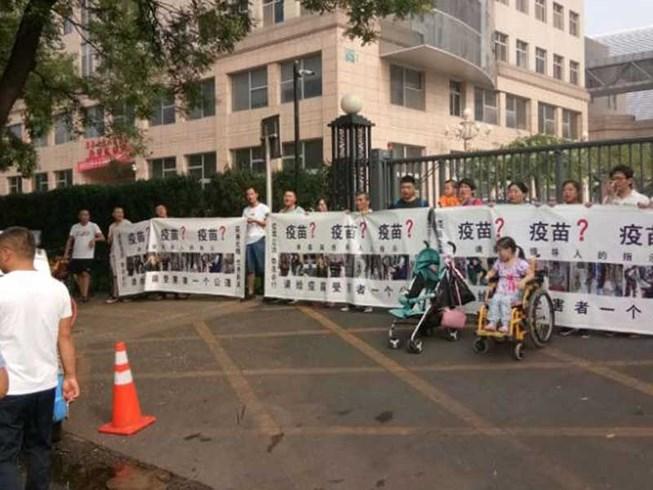 Vaccine dỏm Trung Quốc bị án phạt tỉ đô Ảnh 1