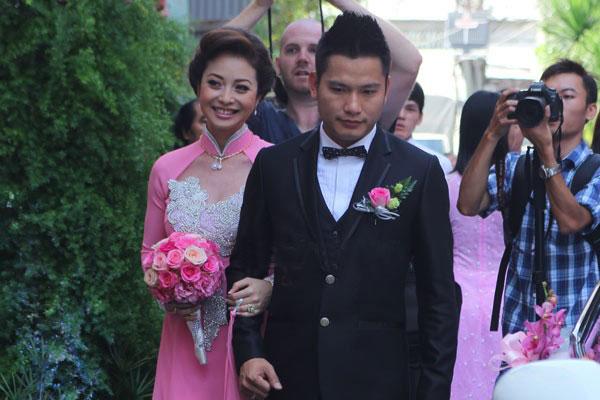 Sao Việt ngày cưới: Giật mình vì sự khác biệt giữa Lan Khuê, Nhã Phương với Jennifer Phạm, Lệ Quyên Ảnh 2