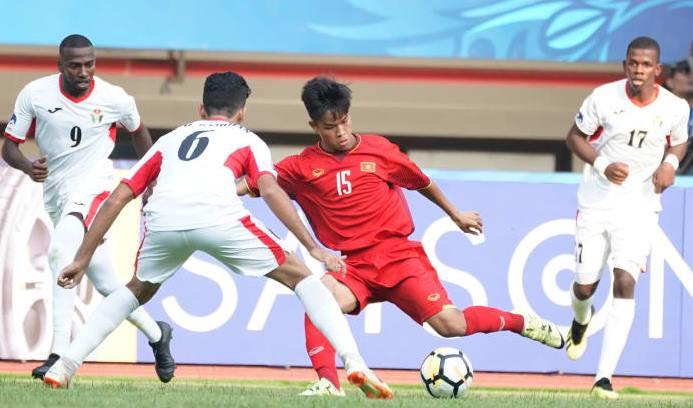 Vì sao thể lực U19 Việt Nam sa sút bất thường trước U19 Jordan? Ảnh 1