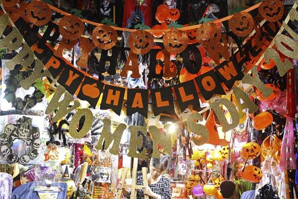 Hà Nội: Đồ chơi ma quỷ tràn ngập phố cổ trước ngày Halloween Ảnh 6