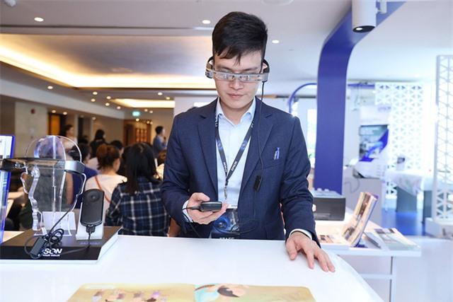 Epson mang kính thông minh Moverio về Việt Nam Ảnh 1