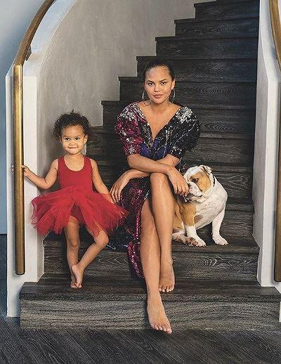 Nàng mẫu Mỹ Chrissy Teigen rạng rỡ, lấp ló ngực đầy Ảnh 10