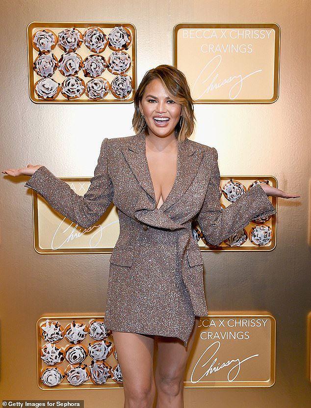 Nàng mẫu Mỹ Chrissy Teigen rạng rỡ, lấp ló ngực đầy Ảnh 2