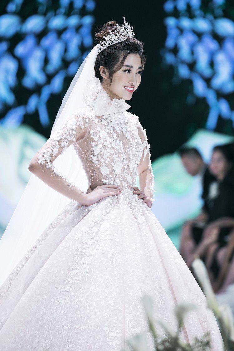 Hoa hậu Đỗ Mỹ Linh thu hút mọi ánh nhìn khi đảm nhiệm vedette tại CALLA SHOW 2018 - show diễn váy cưới lớn nhất Việt Nam Ảnh 3