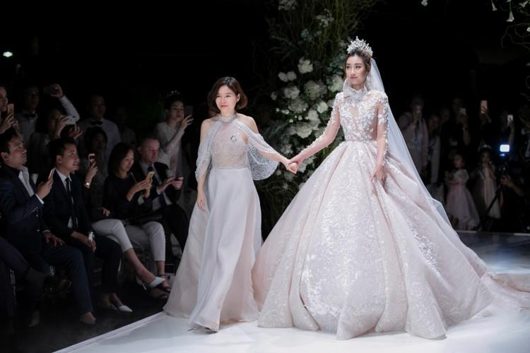 Hoa hậu Đỗ Mỹ Linh thu hút mọi ánh nhìn khi đảm nhiệm vedette tại CALLA SHOW 2018 - show diễn váy cưới lớn nhất Việt Nam Ảnh 9