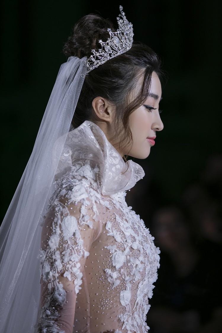Hoa hậu Đỗ Mỹ Linh thu hút mọi ánh nhìn khi đảm nhiệm vedette tại CALLA SHOW 2018 - show diễn váy cưới lớn nhất Việt Nam Ảnh 6