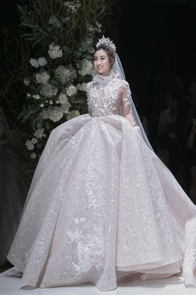 Hoa hậu Đỗ Mỹ Linh thu hút mọi ánh nhìn khi đảm nhiệm vedette tại CALLA SHOW 2018 - show diễn váy cưới lớn nhất Việt Nam Ảnh 8