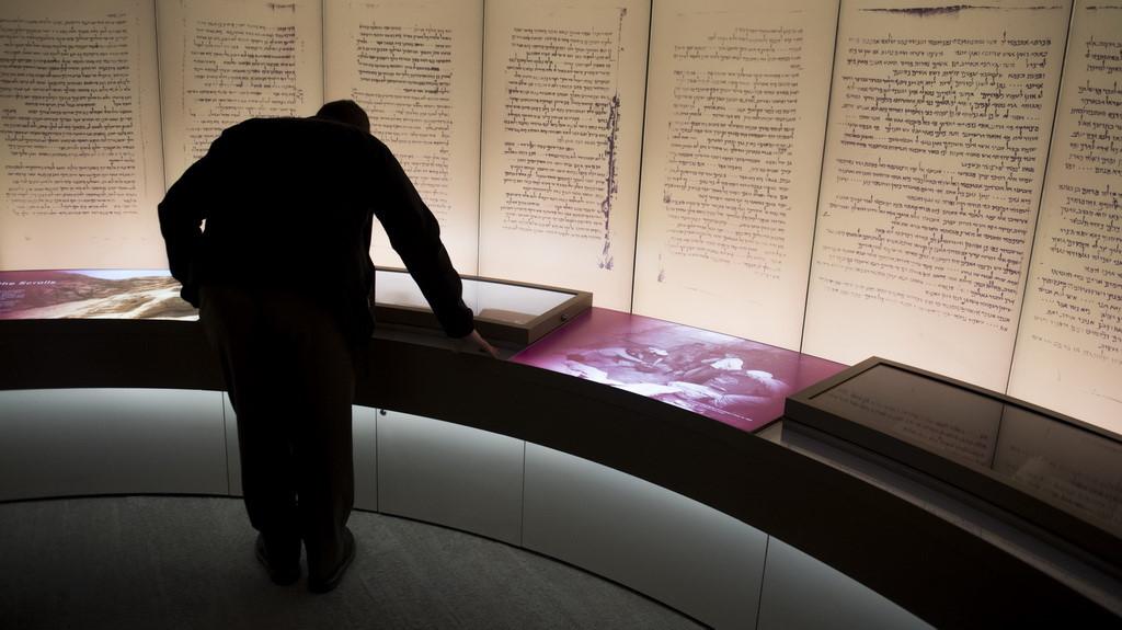 Bảo tàng Kinh Thánh loại bỏ những cuộn giấy Biển Chết giả Ảnh 1