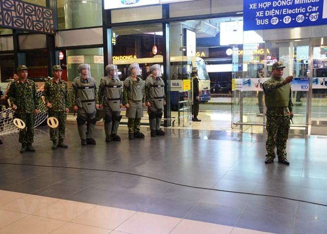 Diễn tập đối phó tình huống đặt bom, mìn tại sân bay Nội Bài Ảnh 9