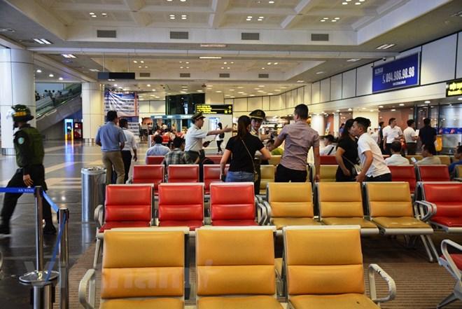 Diễn tập đối phó tình huống đặt bom, mìn tại sân bay Nội Bài Ảnh 5