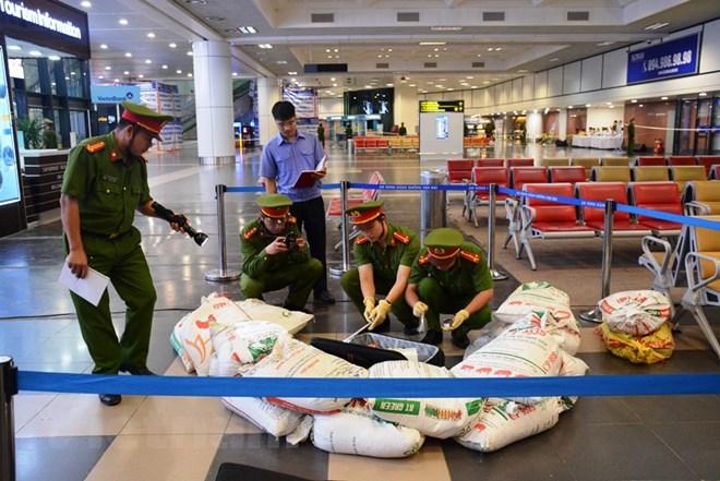 Diễn tập đối phó tình huống đặt bom, mìn tại sân bay Nội Bài Ảnh 12