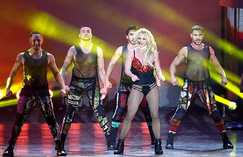 Britney Spears mặc đồ lót biểu diễn ở Texas Ảnh 2