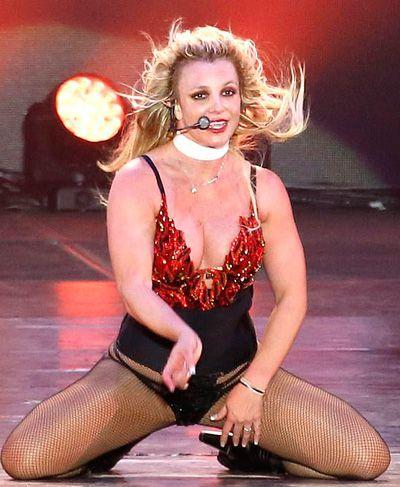 Britney Spears mặc đồ lót biểu diễn ở Texas Ảnh 1