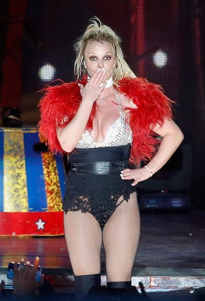 Britney Spears mặc đồ lót biểu diễn ở Texas Ảnh 3