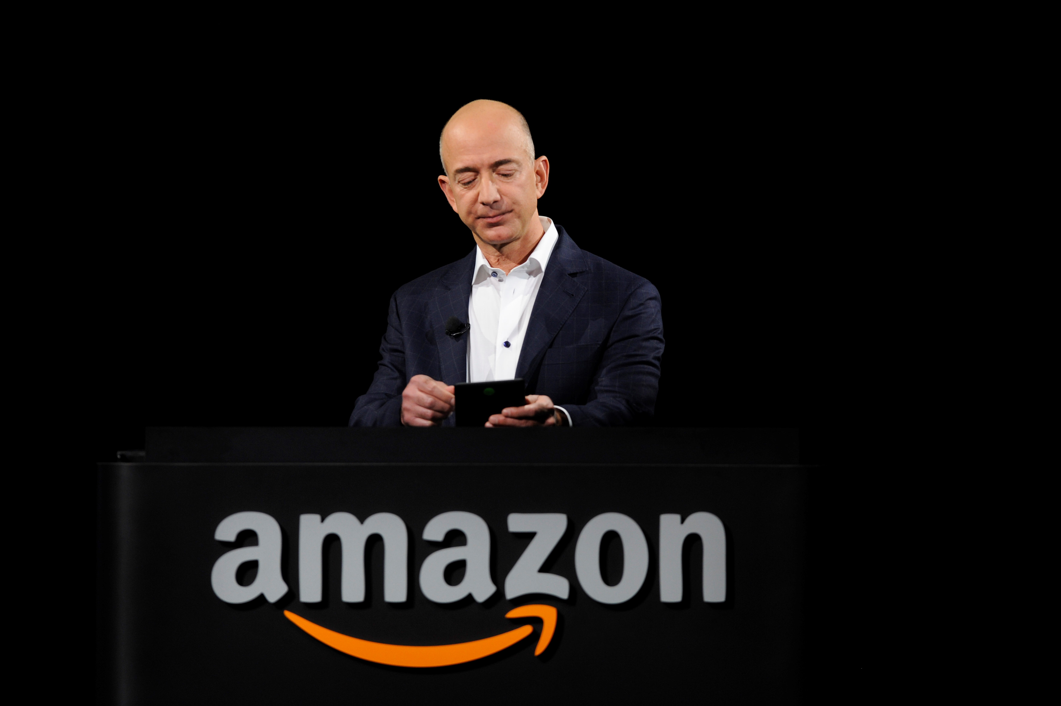Tỉ phú Jeff Bezos liên tiếp mất tiền vì Amazon Ảnh 1