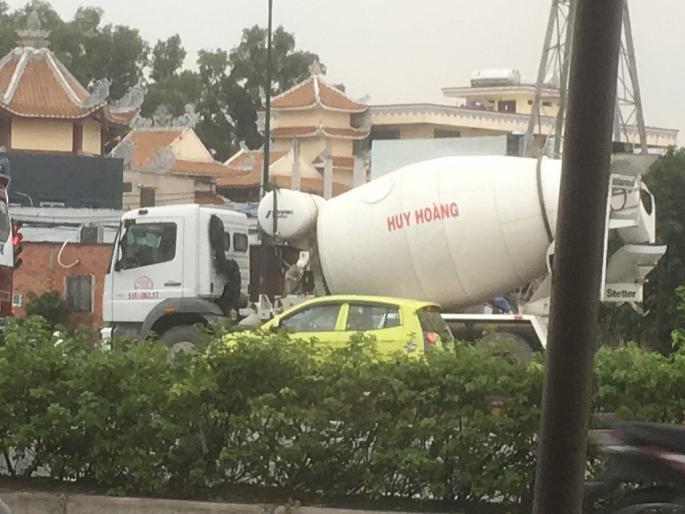 TP.HCM: Các đoàn xe bồn bê tông tiếp tục 'vượt rào'? Ảnh 2