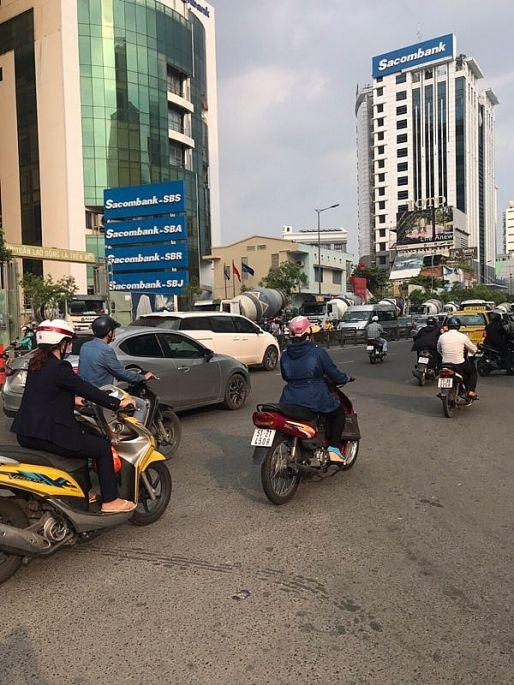 TP.HCM: Các đoàn xe bồn bê tông tiếp tục 'vượt rào'? Ảnh 1