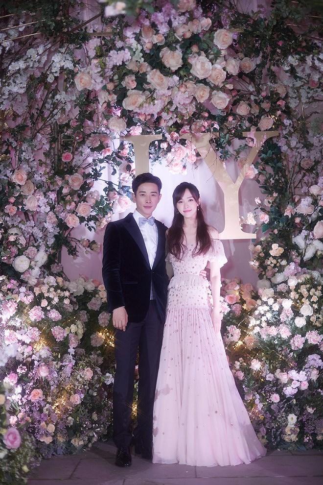 Đường Yên - La Tấn 'khóa môi' ngọt ngào trong đám cưới cổ tích Ảnh 8
