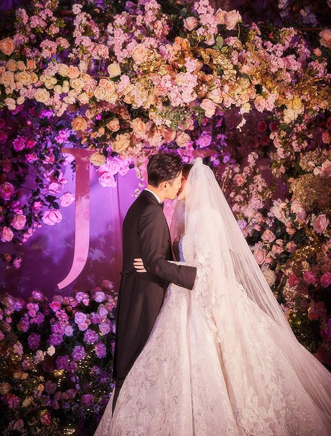 Đường Yên - La Tấn 'khóa môi' ngọt ngào trong đám cưới cổ tích Ảnh 5