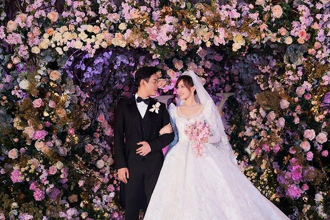 Đường Yên - La Tấn 'khóa môi' ngọt ngào trong đám cưới cổ tích Ảnh 2