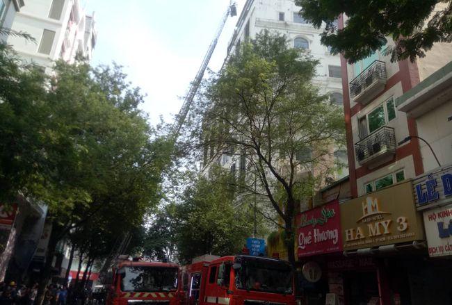 Cháy lớn khách sạn gần chợ Bến Thành, nhiều khách nước ngoài thoát nạn Ảnh 3