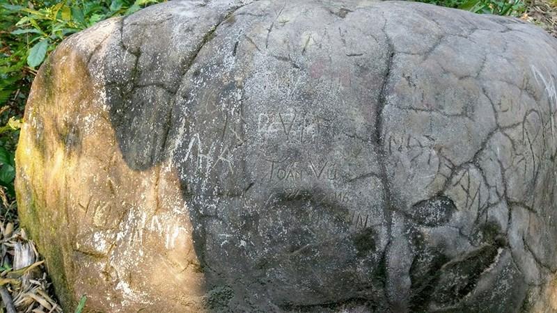 Khắc tên vào đá, sự lưu danh xuẩn ngốc Ảnh 3