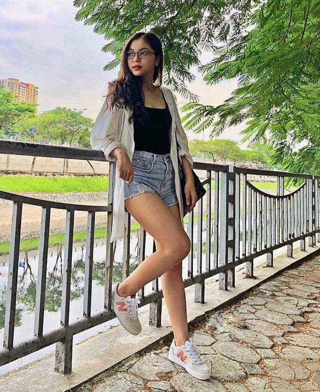 Bạn gái Quang Hải mặc áo tắm sexy nhất dàn bồ cầu thủ AFF Cup Ảnh 5