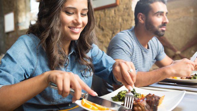 Thói quen 'xấu tệ xấu hại' cho sức khỏe trong lúc ăn uống nhưng hầu hết người Việt nào cũng mắc phải và khó từ bỏ Ảnh 2