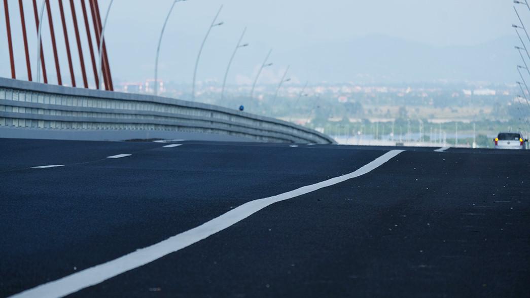 Đổ 200 mét khối bê tông 'bù vênh' mặt cầu Cầu Bạch Đằng trên 7.000 tỉ Ảnh 2