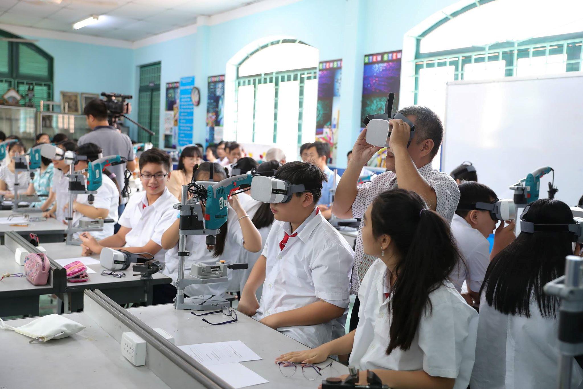 Học sinh TP.HCM kiểm tra học kỳ từ ngày 10 đến 22.12 Ảnh 1