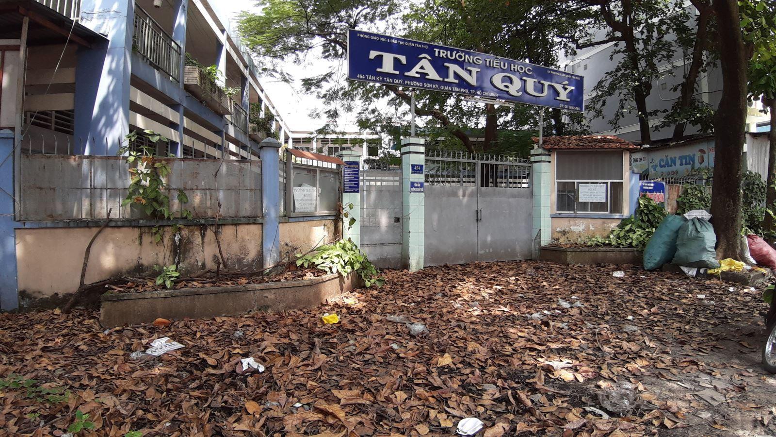 Học sinh phải đi học nhờ, trường thì bỏ hoang gần 3 năm Ảnh 1
