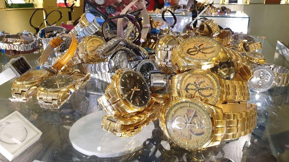 TPHCM: Thu giữ hàng trăm đồng hồ 'hàng hiệu' Rolex, Omega, Montblanc, Hublot giá... vài trăm nghìn đến vài chục triệu đồng Ảnh 2