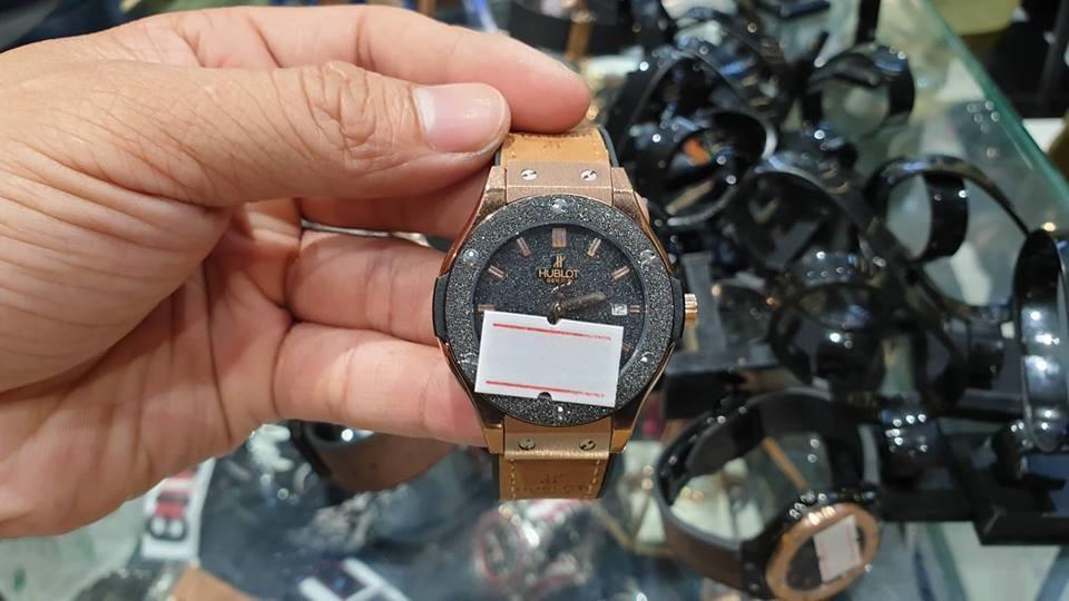 TPHCM: Thu giữ hàng trăm đồng hồ 'hàng hiệu' Rolex, Omega, Montblanc, Hublot giá... vài trăm nghìn đến vài chục triệu đồng Ảnh 3