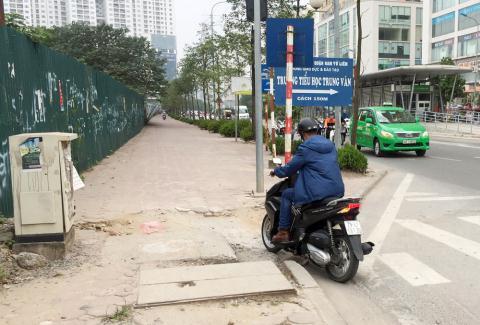 Dắt xe ngược chiều tránh CSGT: Nỗi niềm đi đường có BRT Ảnh 1