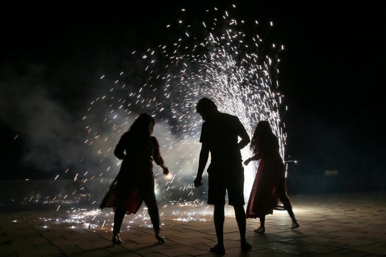 Tưng bừng lễ hội ánh sáng Diwali khắp nơi trên thế giới Ảnh 14