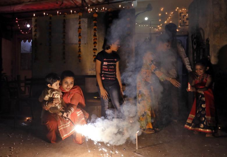Tưng bừng lễ hội ánh sáng Diwali khắp nơi trên thế giới Ảnh 15