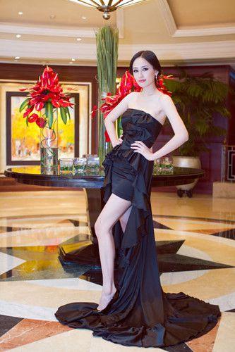 Ngắm gu thời trang sành điệu gợi cảm của Mai Phương Thúy Ảnh 5